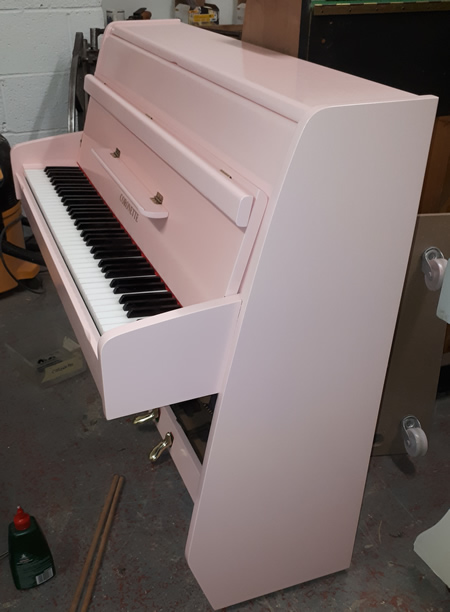 Coronette piano sideview.