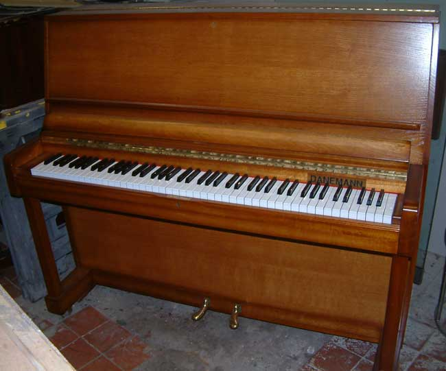 Danemann Pianos