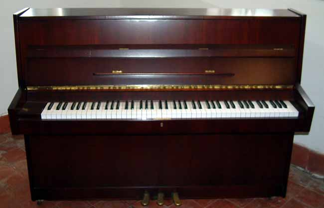 Nieer upright piano
