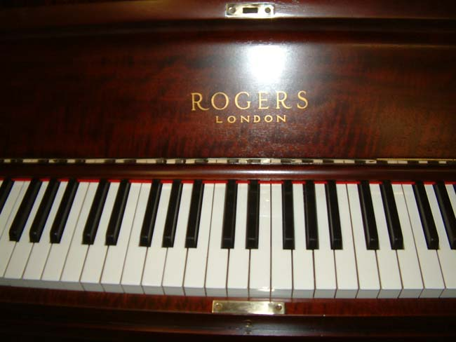 rogers pianos english fiddleback mahogany traditional overstrung used upright. Black Bedroom Furniture Sets. Home Design Ideas