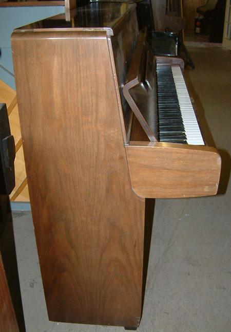 Yamaha m1 japanese made upright piano available in walnut for Yamaha m1 piano